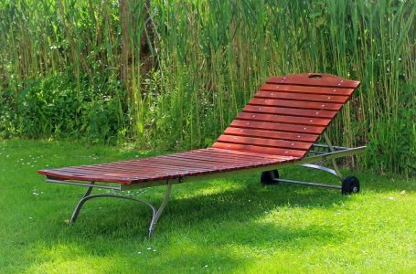 Things to consider when selecting garden sun loungers